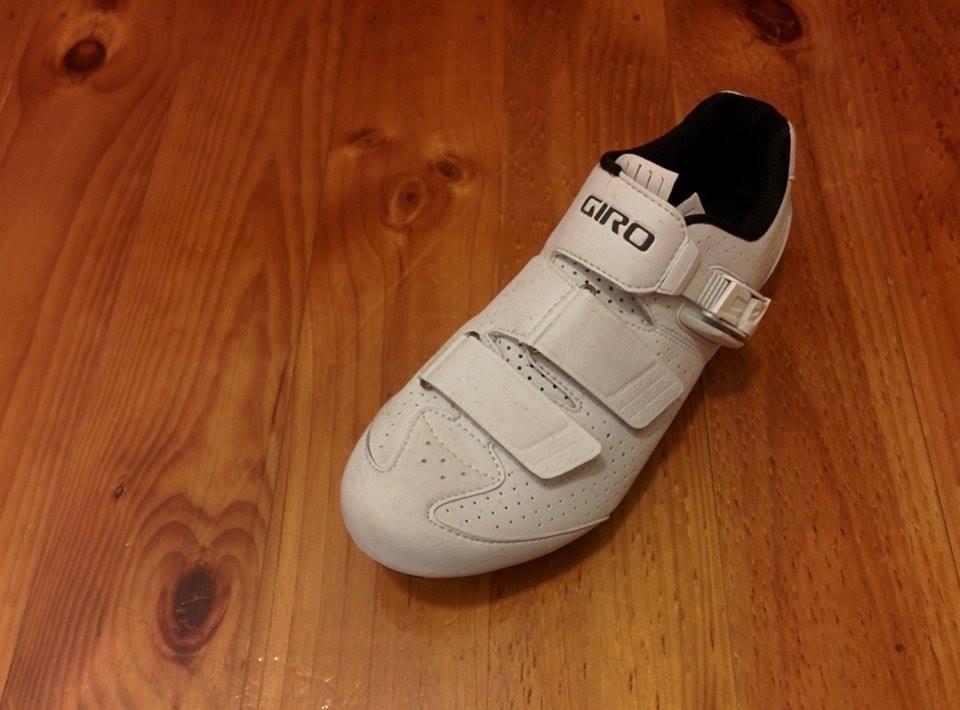 Giro Trans E70 offers a smart looking shoe